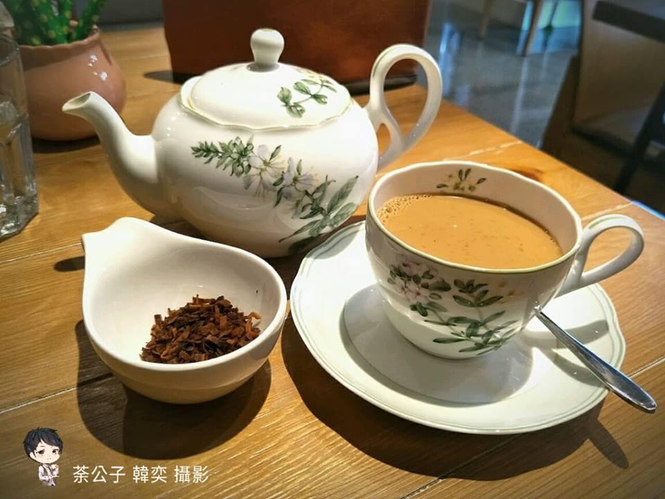 """由名為""""香菇""""的可愛小女生創立的鍋煮奶茶館"""